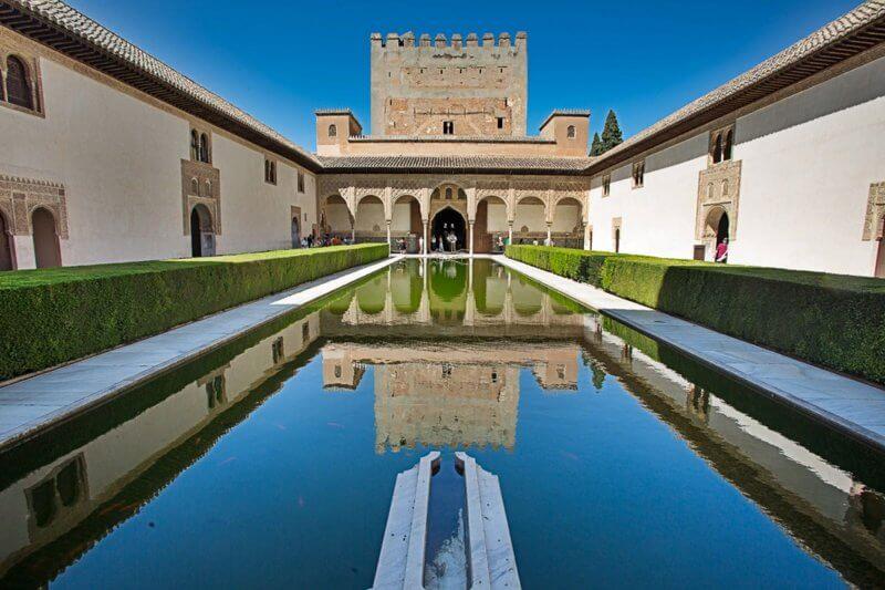 Замок Комарес
