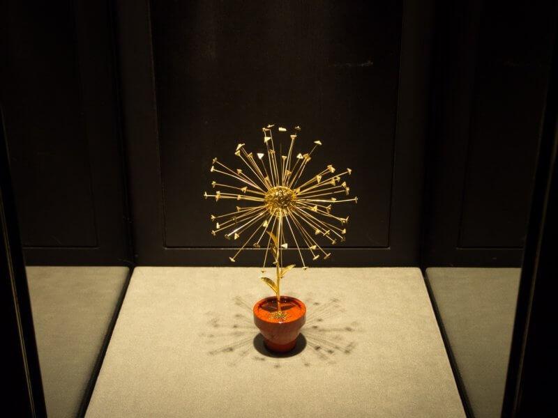 Ювелирные изделия в музее Сальвадора Дали