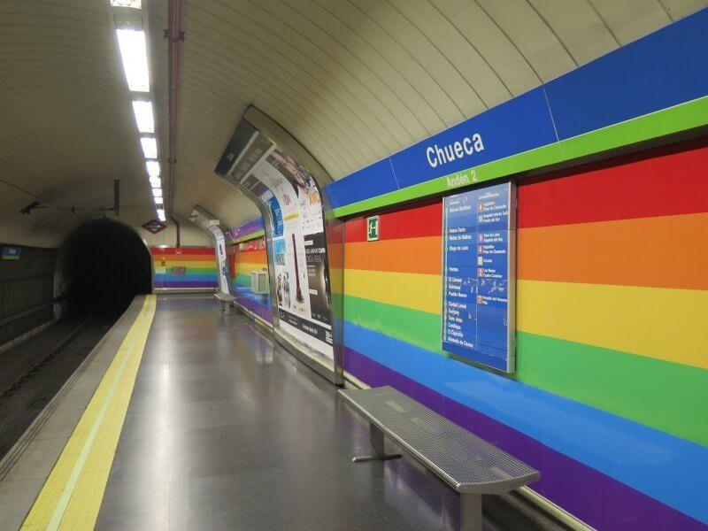Разноцветная станция метро