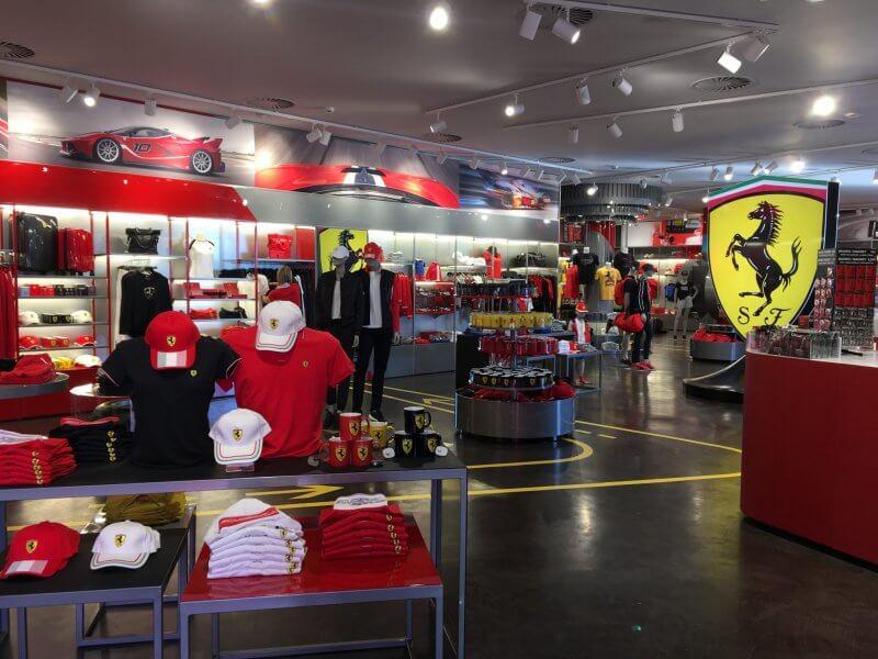 Магазин в Ferrari Land