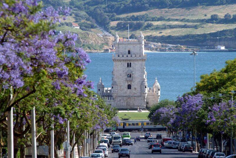 Вид на весенний Лиссабон