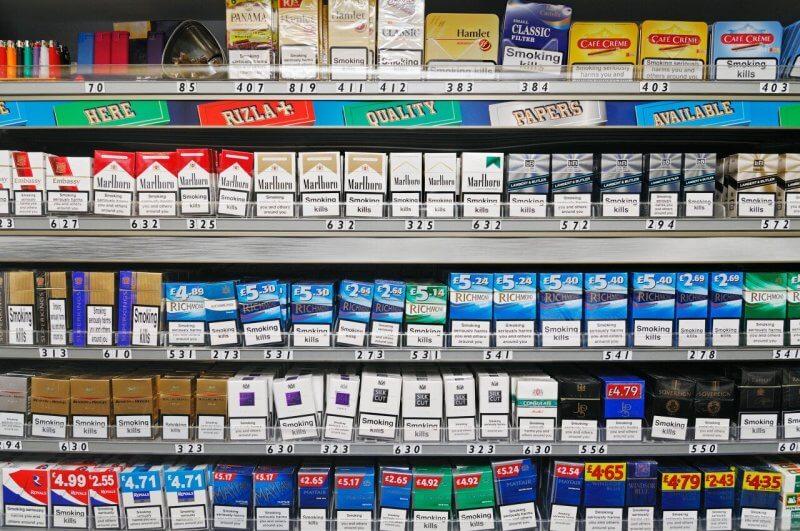 Сигареты в магазине Испании