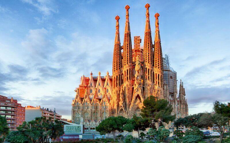 Вид на весеннюю Барселону