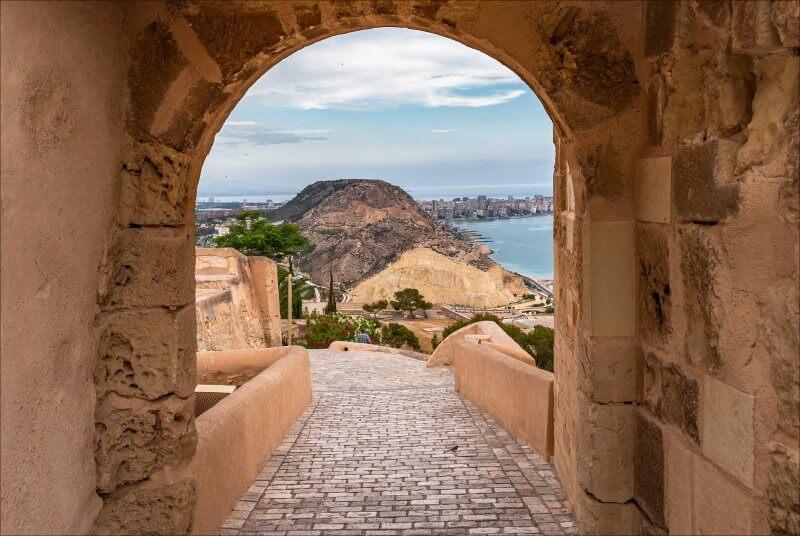 Вид на замок Санта Барбара