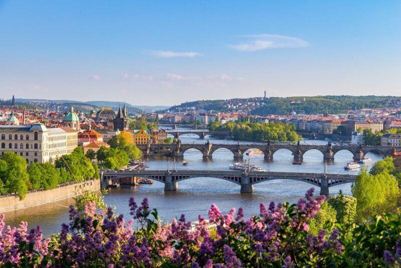 Вид на весеннюю Прагу