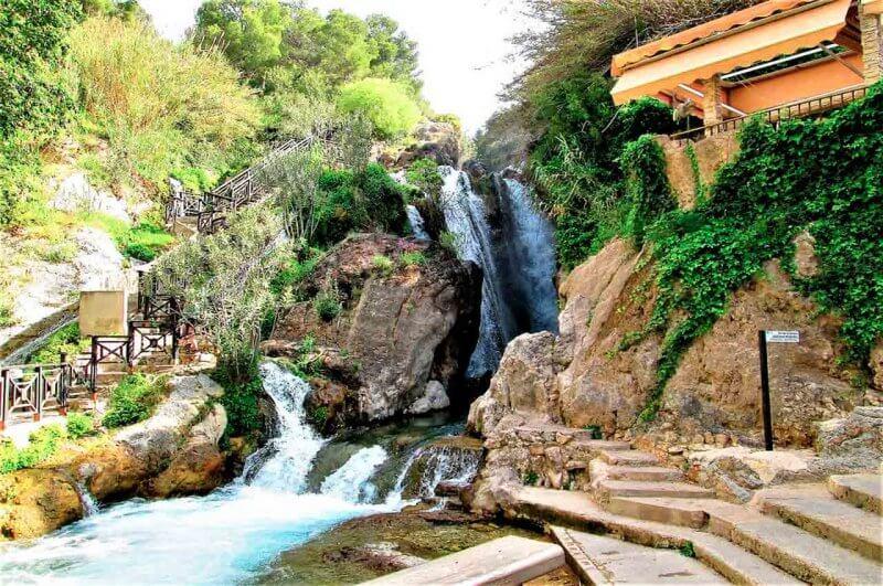 Водопад в Fonts de l'Algar