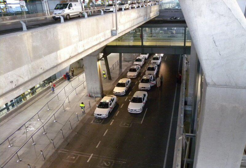 Такси около аэропорта