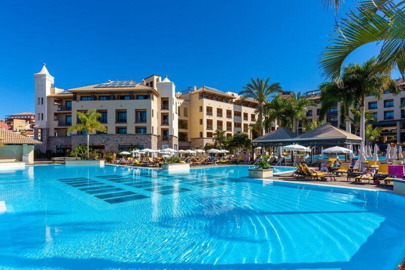 Отель в Коста Адехе