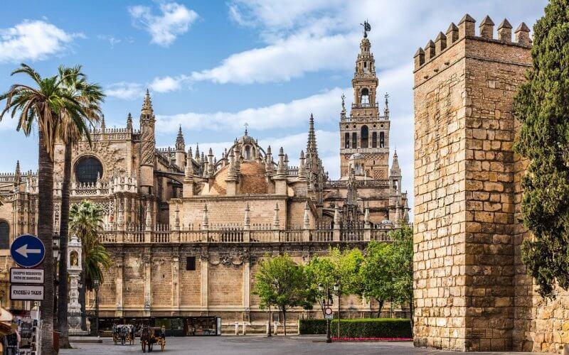 Вид на Кафедральный собор Севильи