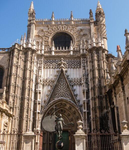 Вход в Кафедральный собор Севильи