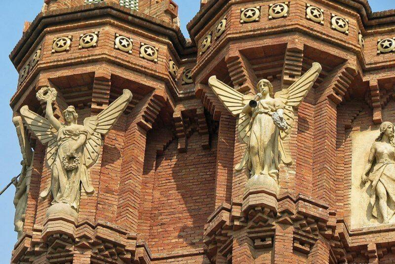 Скульптуры на Триумфальной арке