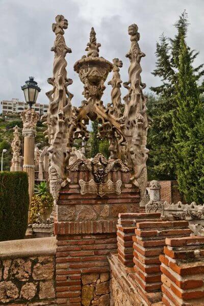 Декор замка Коломарес