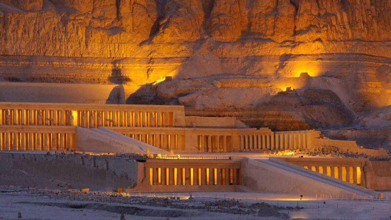 Храм Хатшепсут вечером