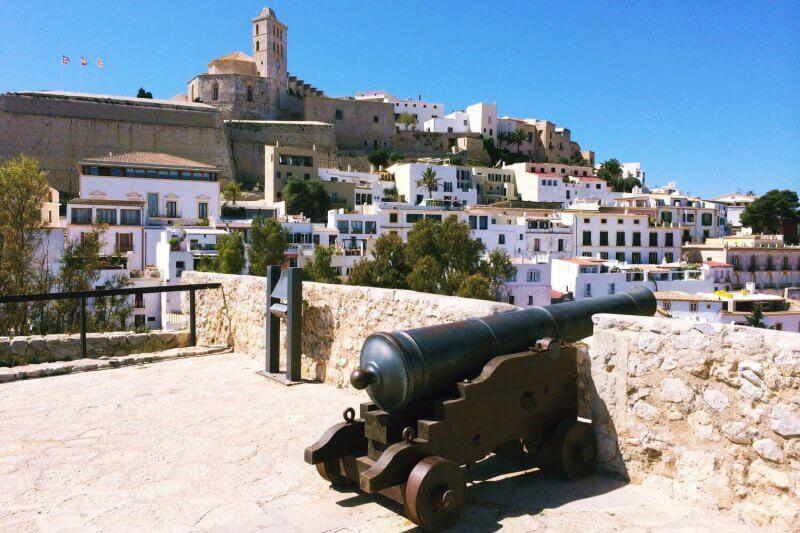 Пушка в Старом городе