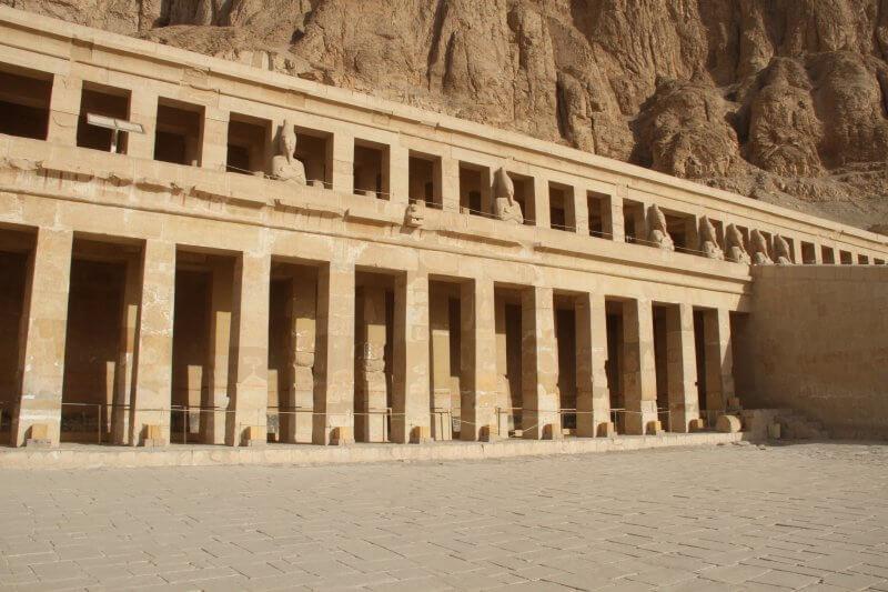 Нижняя терраса храма Хатшепсут
