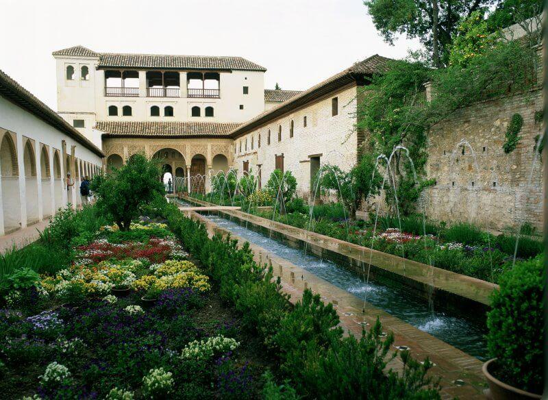 Комплекс Альгамбра с садами Хенералифе
