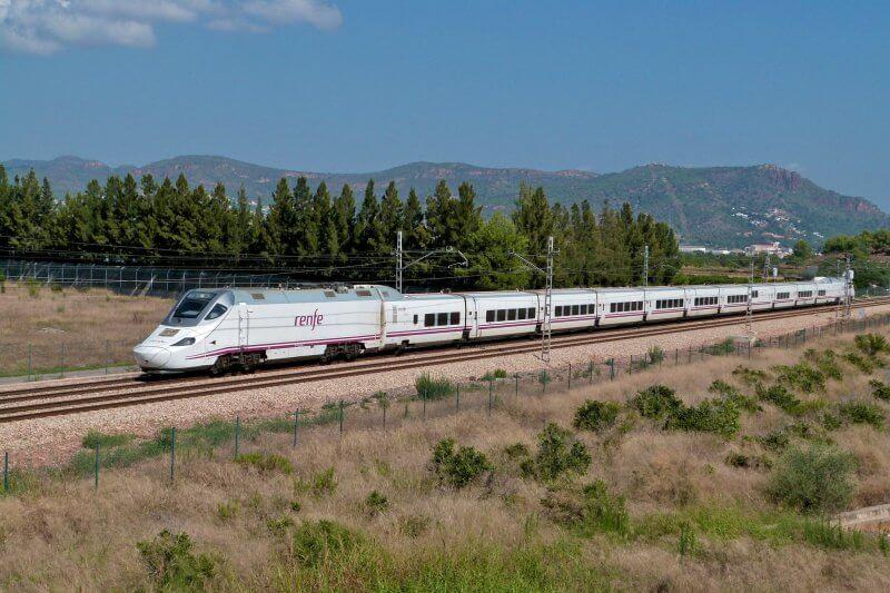 Поезд Renfe в Барселоне