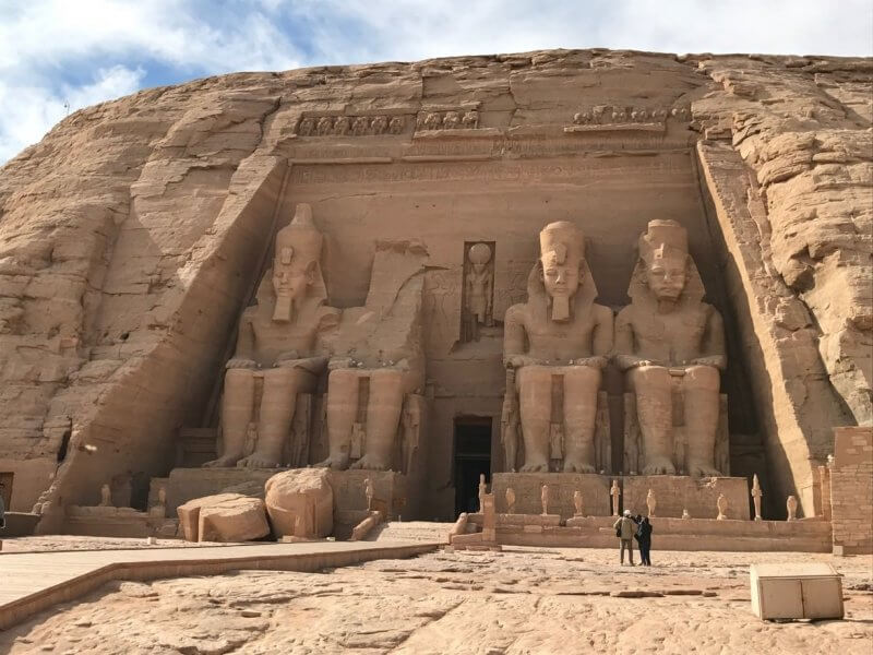 Фараоны на входе в храм Абу-Симбел