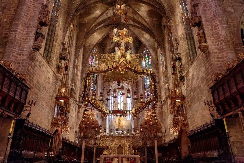 Кафедральный собор Пальма-де-Майорки внутри