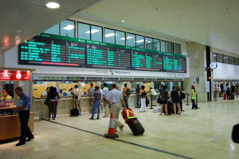 Билетные кассы на железнодорожном вокзале Барселоны