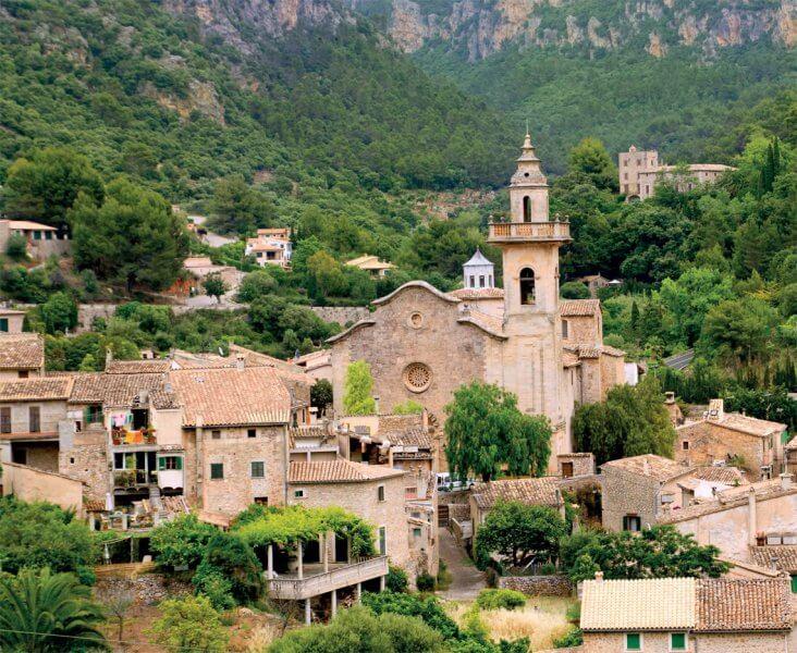 Картезианский монастырь в городе Вальдемосса