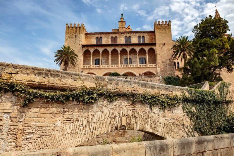 Королевский дворец Алмудаина