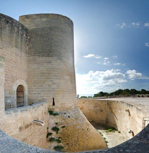 Замок Аларо