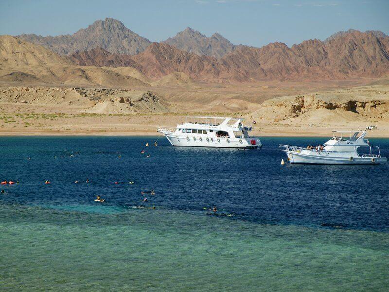 Яхта в Рас-Мохаммеде