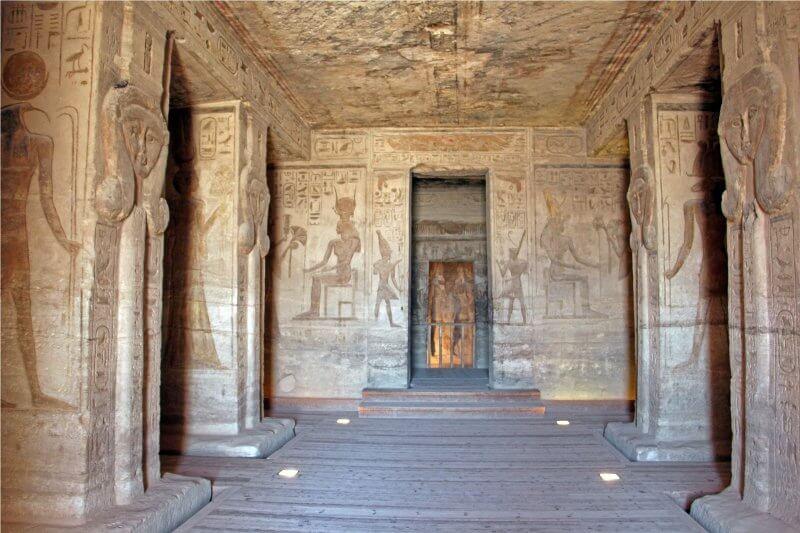 Храм Нефертари Меренмут внутри