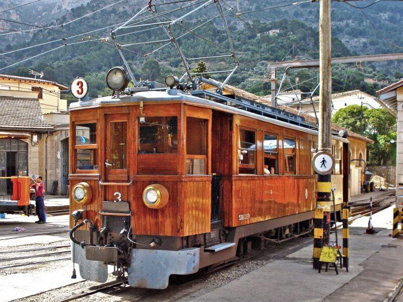 Старинный поезд в Сольер