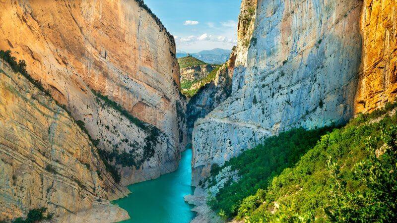 Река в ущелье Монт Ребей