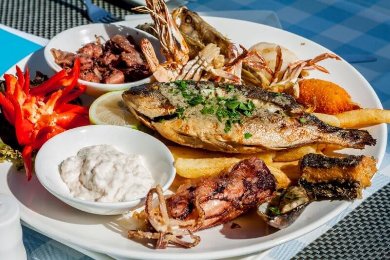 Блюдо с рыбой на Паросе