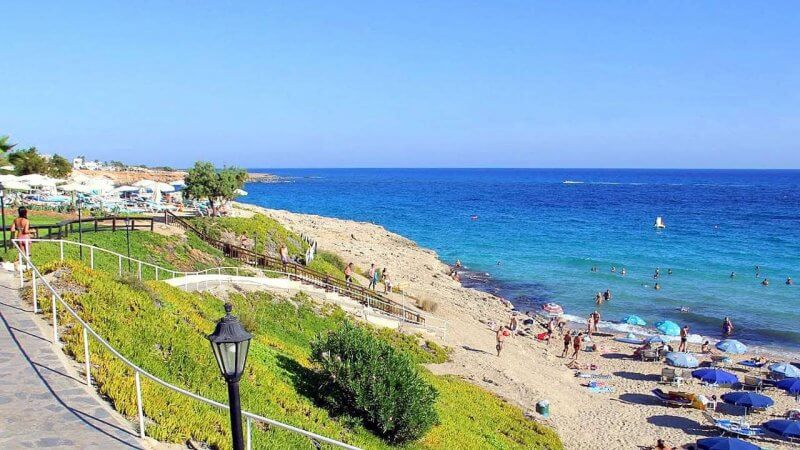 Вид на пляж Глики Неро