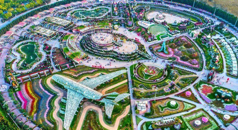 Вид сверху на Dubai Miracle Garden