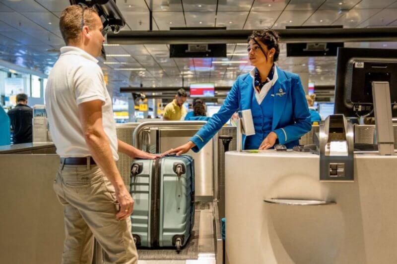 сдача багажа на стойке регистрации