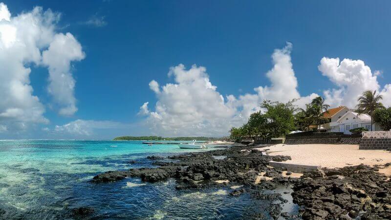 Камни на пляже Блу Бэй
